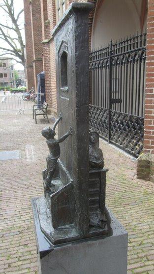 De PUP beelden in de openbare ruimte zomerwandeling (of fietstocht)