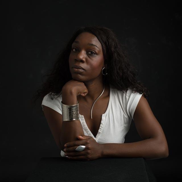 Dichter/schrijver Lily Monori maakt van haar trauma haar kracht